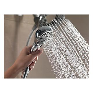 76953_WATER_MODEL_HAND_06_WEB.jpg