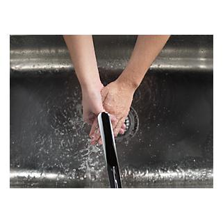 P188200LF_WATER_MODEL_HANDS_02.tif